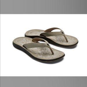 ✨✨NWOT OluKai Paniolo Women's Flip Flops Sz 8✨✨